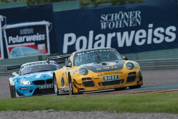 Christian Engelhart und Nicolas Armindo treten mit viel Rückenwind im gelb/schwarzen Porsche 911 GT3 R an