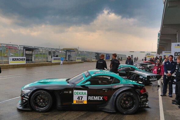 Ein Vita4One-BMW im Rahmen des ADAC GT Masters 2013 am Sachsenring