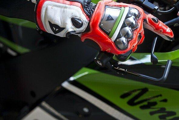 Tom Sykes fuhr mit Rennreifen zur Pole - Foto: Kawasaki Racing Team