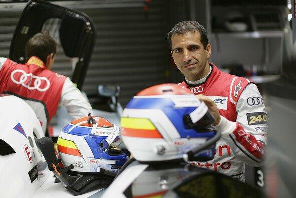 Marc Gené (rechts) in der Audi-Garage bei den 24 Stunden von Le Mans 2013