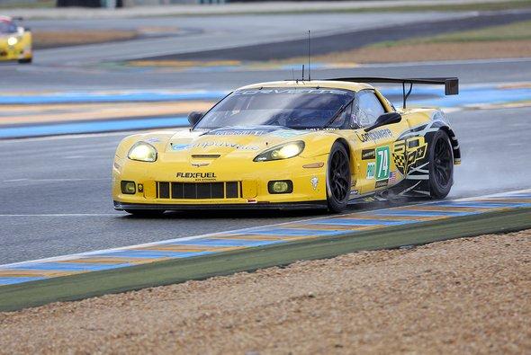 Oliver Gavin in seiner Corvette auf der Le-Mans-Strecke