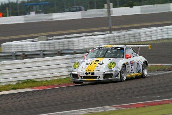 Jans im Black-Falcon-Porsche auf der Grand-Prix-Piste