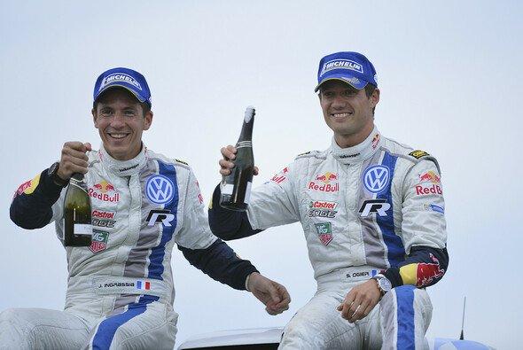 Sebastien Ogier und Julien Ingrassia feiern ihren ersten WM-Titel - Foto: Volkswagen Motorsport