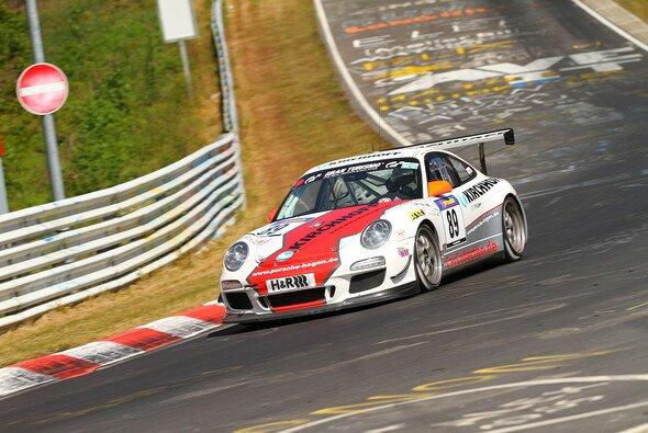 Der Porsche von PoLe Racing verunfallte schwer