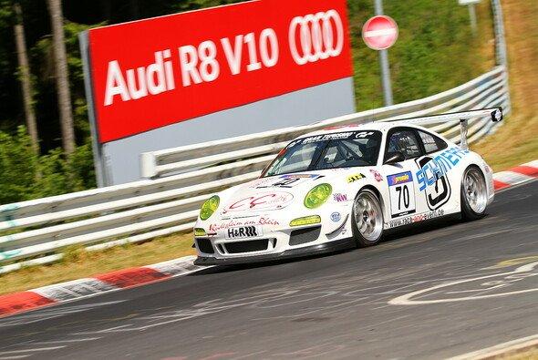 Der race&event-Porsche krachte in die Leitschienen