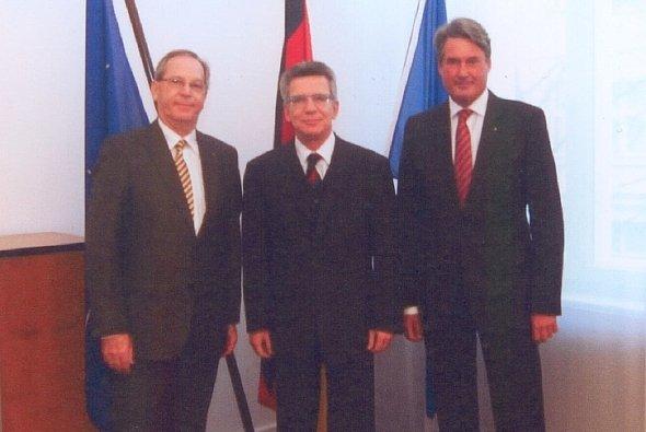 ADAC Präsident Meyer, Bundesverteidigungsminister de Maizière und ADAC Sportpräsident Tomczyk