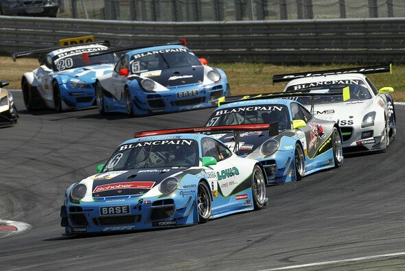 Farnbacher Racing startet mit zwei Porsche 911 in die Saison 2014 - Foto: ADAC GT Masters