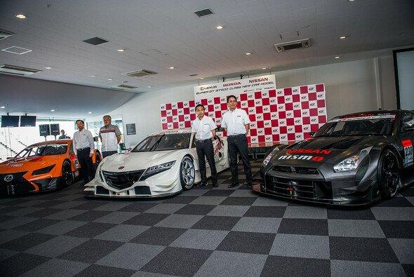 Die drei Hersteller der GT500-Klasse haben neue Fahrzeuge