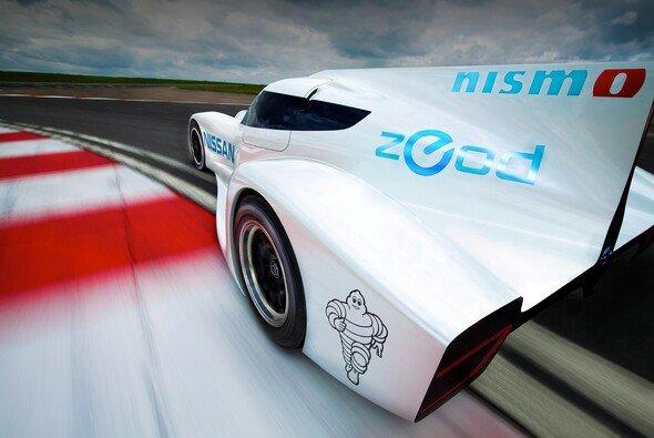 Eine Animation des Nissan ZEOD RC auf der Rennstrecke