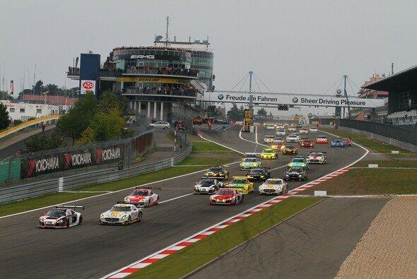 Viele Autos, viele Top-Teams - wer gewinnt den Auftakt?
