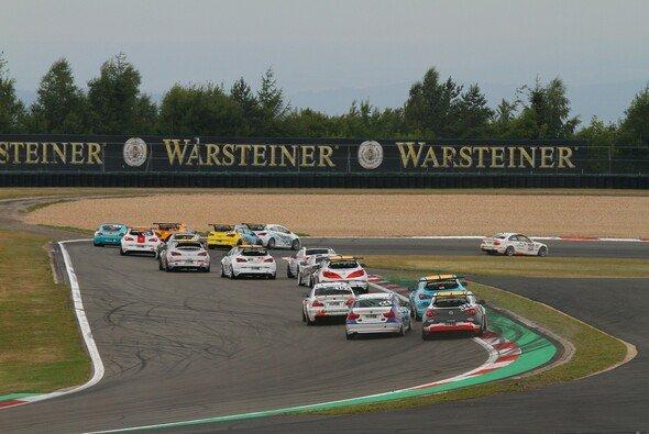 Die Cup-Klassen bieten packenenden Motorsport