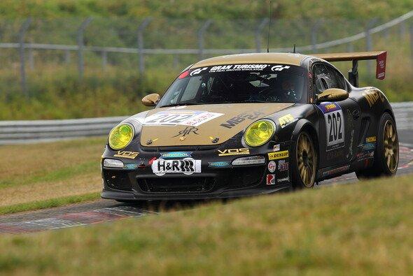 Für den Porsche Cayman endete das Rennen beinahe in einem Horrorunfall