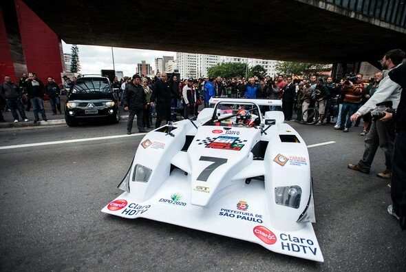 Emerson Fittipaldi führte die WEC-Akteure auf eine Spritztour durch Sao Paulo - Foto: Jeff Carter