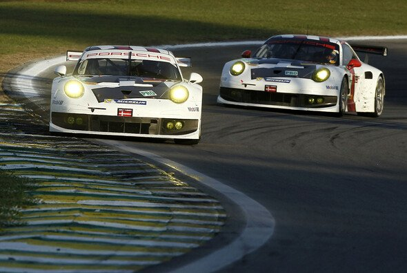 Die beiden neuen Elfer hintereinander auf der Interlagos-Strecke - Foto: Porsche