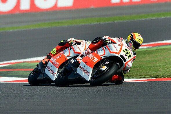 Die beiden Ducatti Desmocedici GP 13 von Michele Pirro und Andrea Iannone im Formationsflug in Silverstone.