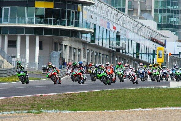 28 Rennen werden die Superbike-Piloten 2014 bestreiten
