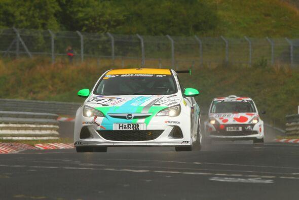 Zwei Opel Astra OC Cup brachte PB-Per4mance ins Ziel