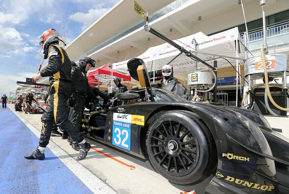 Dominik Kraihamers Lotus T128 vor der Garage des Teams in Austin