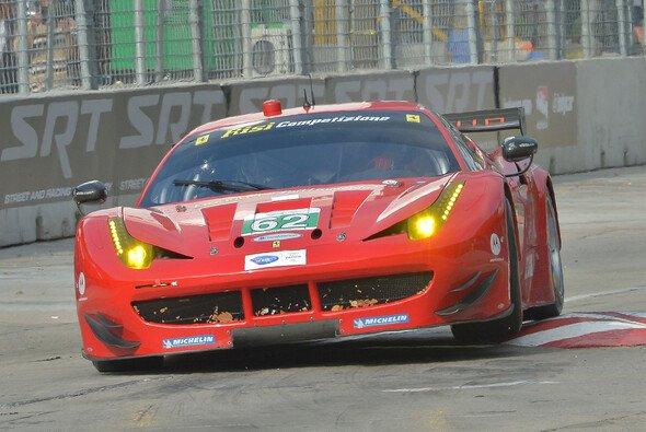 Der Ferrari um Malucelli und das Risi-Team beim ALMS-Lauf in Baltimore 2013