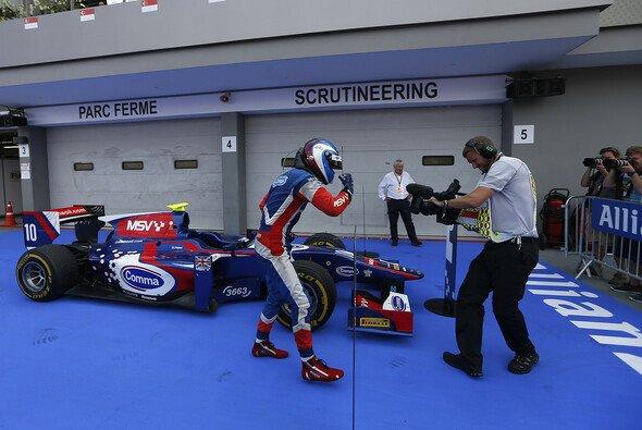 Jolyon Palmer hat das Hauptrennen der GP2 gewonnen