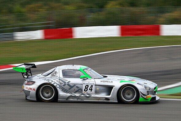 Der HTP-Flügeltürer in der NGK-Schikane des Nürburgrings (weitere Bilder folgen)