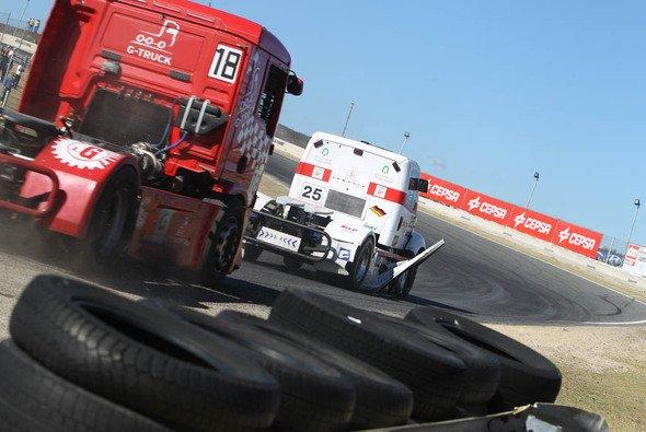 Ellen Lohrs Truck büßte im harten Zweikampf ein paar Teile ein - Foto: Ellen Lohr