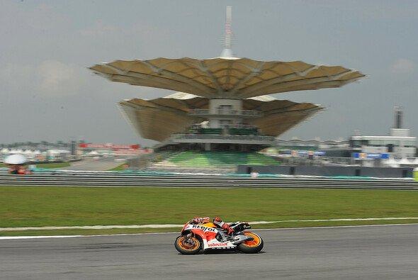 Das Design der Tribünen in Malaysia ist ein Highlight - Foto: Repsol Honda