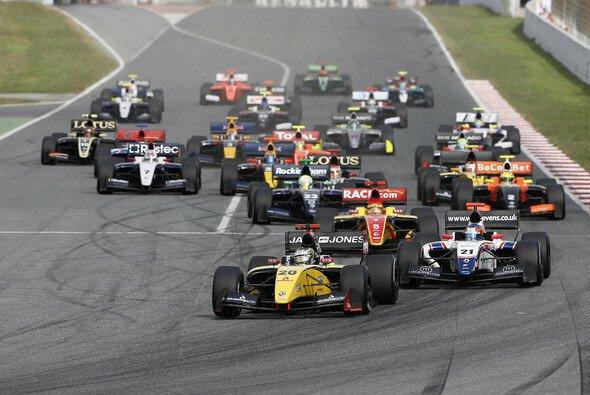 Magnussen gewann den Start und das Rennen