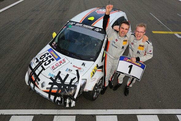 Dirk und Tim Groneck feierten den Gesamtsieg in der VLN