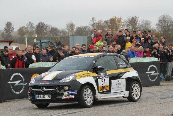 Felix Herbold stellt sich 2014 der Herausforderung im ADAC Opel Rallye Cup