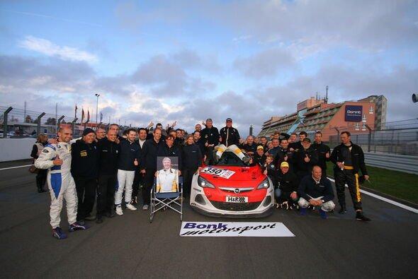 Bonk motorsport widmete den Titel dem verstorbenen Wolf Silvester