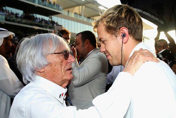 Bernie Ecclestone hält auf Sebastian Vettel große Stücke - Foto: Red Bull