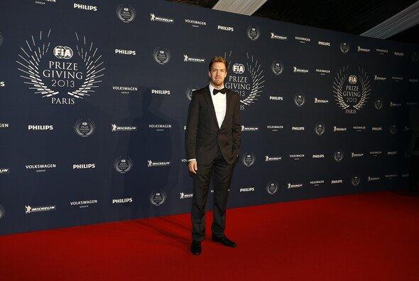 Sebastian Vettel fühlt sich auf dem roten Teppich wie zuhause - Foto: FIA