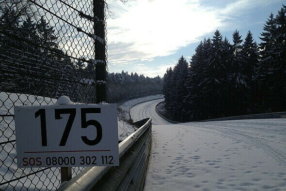 SOS - Der Nürburgring braucht unsere Hilfe, ansonsten ewige Eiszeit - Foto: Christian Menzel
