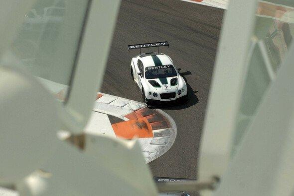 Der Bentley Continental GT3 bei seiner Rennpremiere in Abu Dhabi