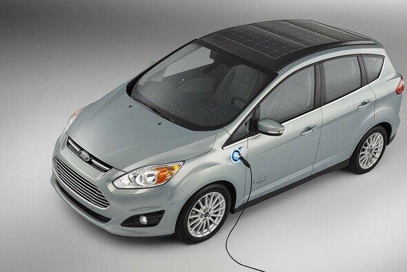 Der Ford C-MAX Energi Solar Concept kombiniert Plug-in Hybrid-Technologie von Ford mit einem hocheffizienten Solardach