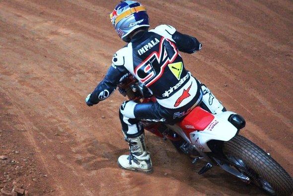 Jonas Folger wagte sich sich beim Superprestigio aufs Dirt Track-Oval