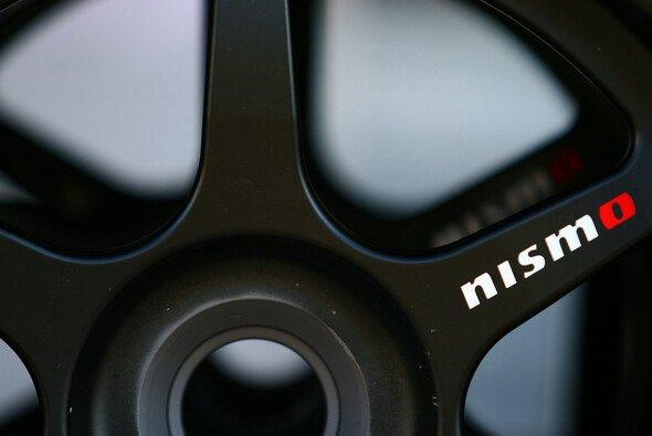 Das Nismo-Logo auf der Felge eines Nissan GT-R Nismo GT3