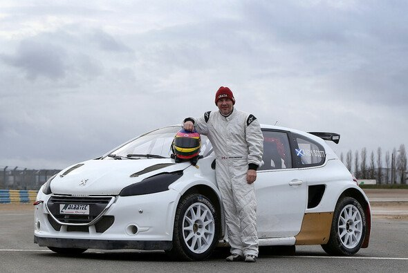 Jacques Villeneuve und sein Peugeot 208 - Foto: FIA World Rallycross Media