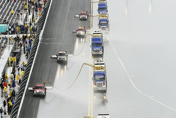 Air Titan Jet-Dryer Im Dauereinsatz - Foto: NASCAR