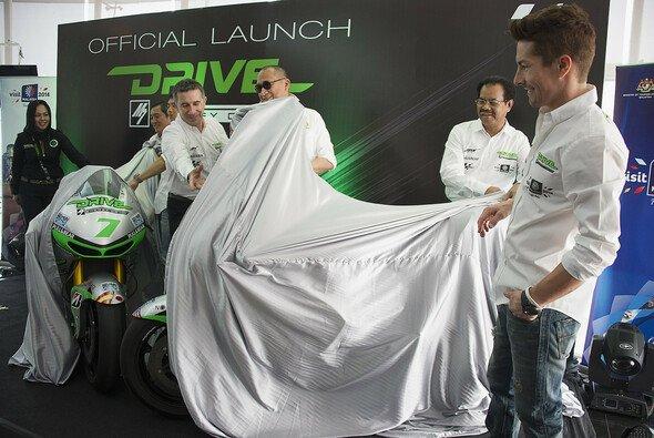 Aspar präsentierte sich mit neuem Bike, neuen Farben und neuen Fahrern