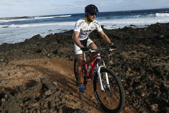 Marco Bonanomi auf dem Mountainbike im Audi-Trainingslager auf Lanzarote