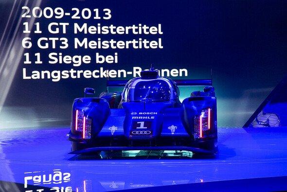 Der neue Audi R18 e-tron quattro auf der Bühne im Rahmen eines Pressetermins