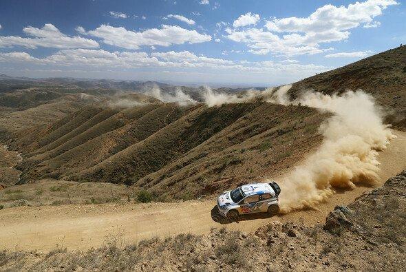 Es sieht alles nach einem Doppelerfolg für Volkswagen aus - Foto: Volkswagen Motorsport