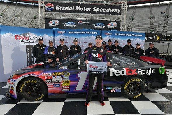 Denny Hamlin holt in Bristol seine erste Saisonpole - Foto: NASCAR