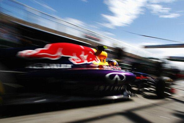 Daniel Ricciardo setzte sich im 1. Duell gegen Teamkollege Sebastian Vettel durch - Foto: Red Bull
