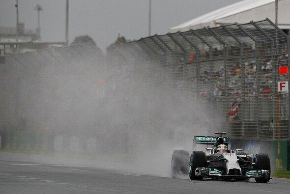 Lewis Hamilton holte auf Regenreifen die Pole Position