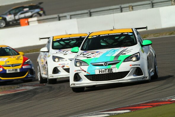 PB-Per4mance feierte den Auftaktsieg im Opel Astra OPC Cup
