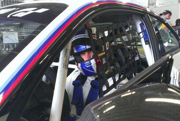 Alex Hofmann gibt im BMW M235i Racing Gas