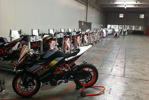 Talente sammeln beim Training erste Erfahrung mit den neuen Motorrädern von KTM